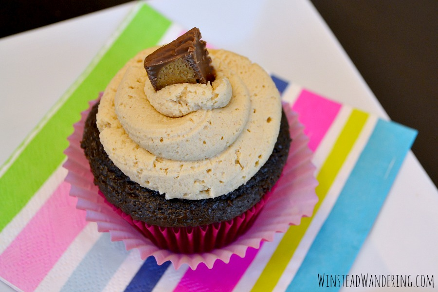 Take cupcakes made from a jazzed-up chocolate cake mix, stuff it with rich and creamy chocolate ganache, and top it with smooth peanut butter frosting. You've got Chocolate Peanut Butter Cupcakes!