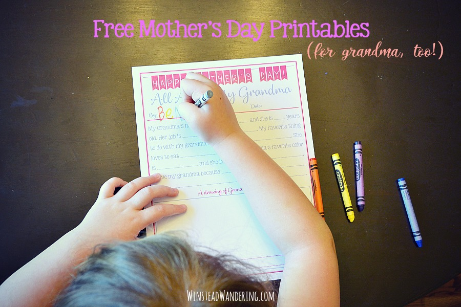 These adorable and FREE Mother's Day printables make perfect inexpensive gifts! They're a thoughtful keepsake Mom or Grandma will treasure, and they're perfect for creating an annual tradition.